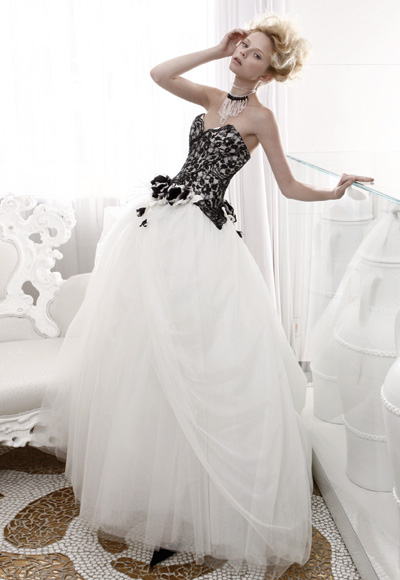 The Black & White of It.  Non-Traditional Wedding Dresses That Stu...