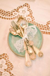 Mix Matched Plates, Vintage Lace, Open Frames & Door Knobs Make Th...