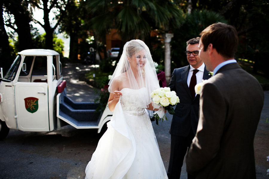 60s Feel In This Modern Intimate Italian Wedding Featuring Smiles & Laughs
