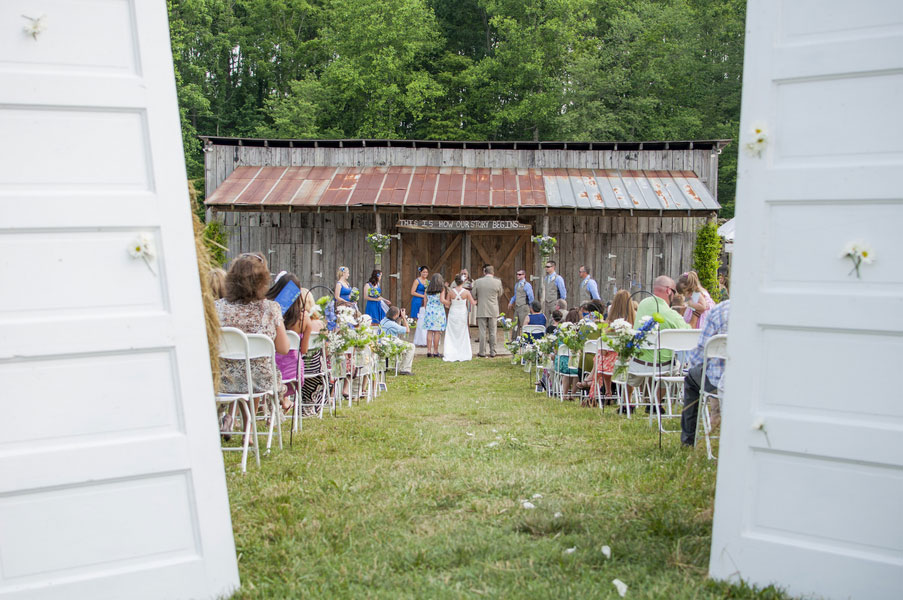 A Tractor Driven Bridal Party Sets The Tone For A Virginia Country Wedding