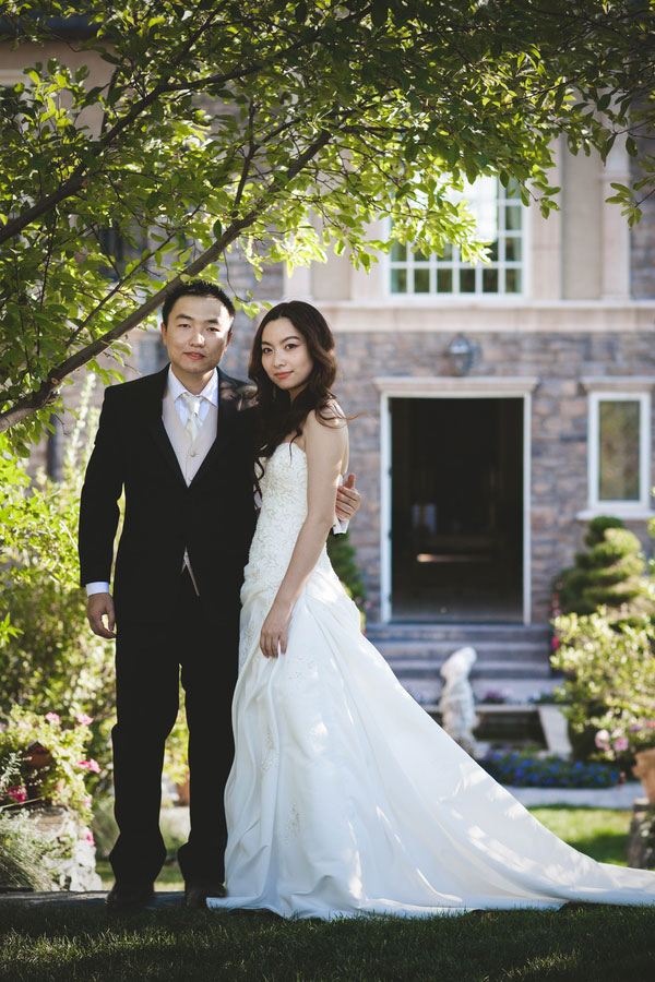 Sophisticated Beauty & Sweet Moments Captured In This Castle Cliff Estates Wedding Portrait Session | Photograph by Sala Photography