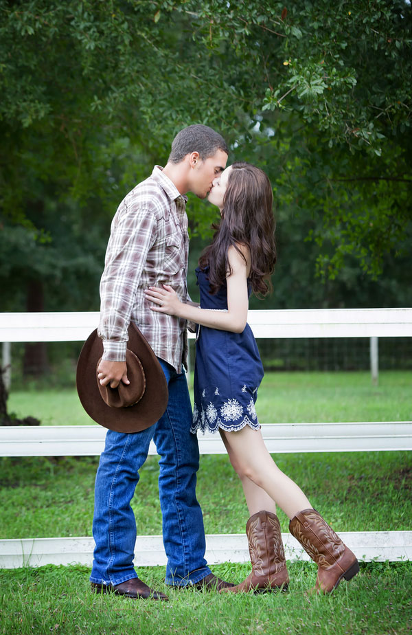 Florida Ranch Country Moment In This Western Feel Engagement Session | Photograph by Maria Angela Photography