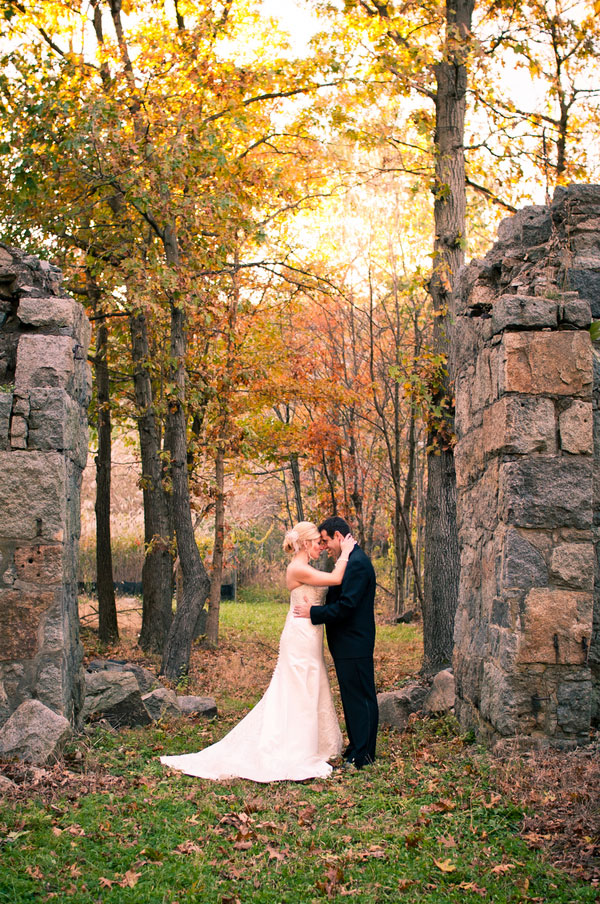 Brilliant Whites, Pops of Gray In This Elegant Country Club Autumn Wedding With Boston Skyline Views | Photograph by Henry Photographers