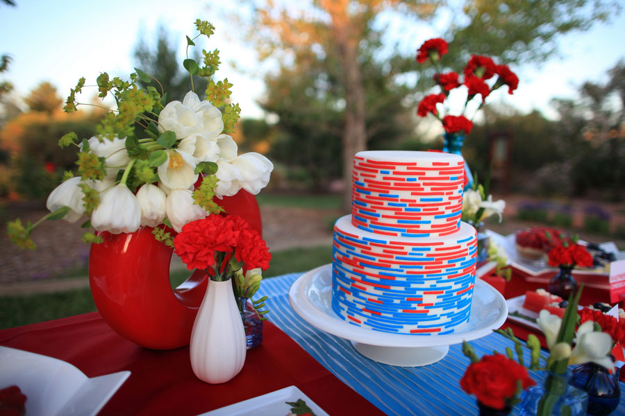 Red, White & Blue Wedding With Snow cones & Summer Love | Photograph by Photo Love Stories