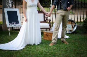 Katie_Alex_Vintage_Wedding_Dress_Engagement_Photos_Elizabeth_Nord_Photography_1-h
