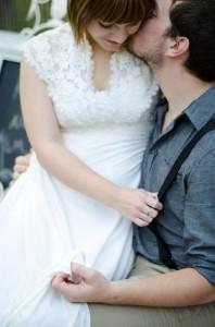 Katie_Alex_Vintage_Wedding_Dress_Engagement_Photos_Elizabeth_Nord_Photography_14-v