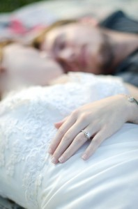 Katie_Alex_Vintage_Wedding_Dress_Engagement_Photos_Elizabeth_Nord_Photography_19-lv