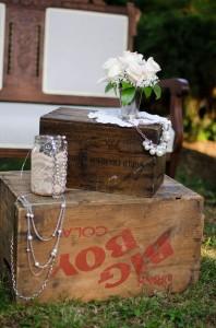 Katie_Alex_Vintage_Wedding_Dress_Engagement_Photos_Elizabeth_Nord_Photography_9-lv