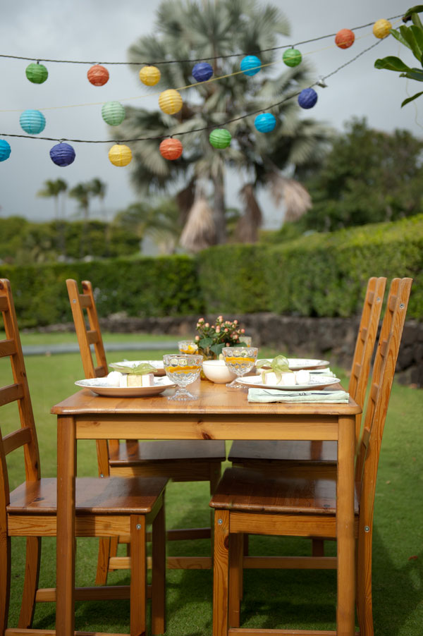 Elevated Backyard Honolulu Wedding Designed To Inspire Those On A Budget | Photograph by Studio 3511 Photography