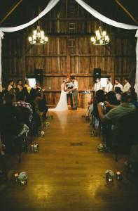 Vintage_Hipster_Barn_Wedding_Hoosier_Grove_Barn_Estanislao_Photography_15-v