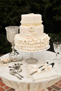 Vintage French Southern Wedding In Lace & Pearls At Cypress Grove Estate