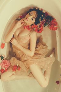Enchanting Bathtub Boudoir Session Surrounded By Free Flowing Fabric & Rosey Blooms | Photograph by [a.w. photography]