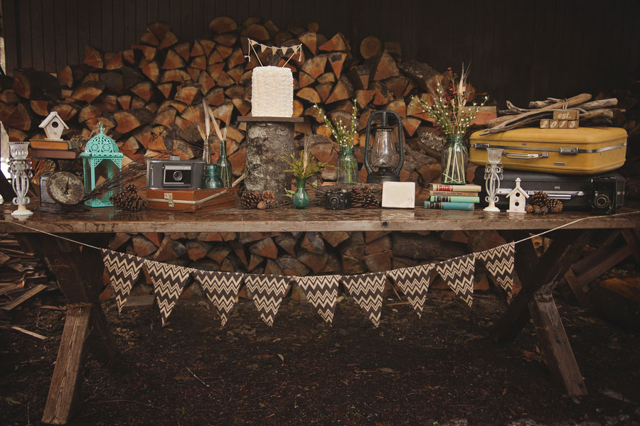 Late Winter Snow Filled Outdoor Washington Wedding With Rustic Vintage Flair | Photograph by Amanda Lloyd Photography