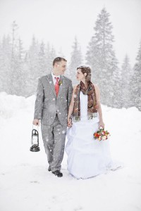 Late Winter Snow Filled Outdoor Washington Wedding With Rustic Vintage...