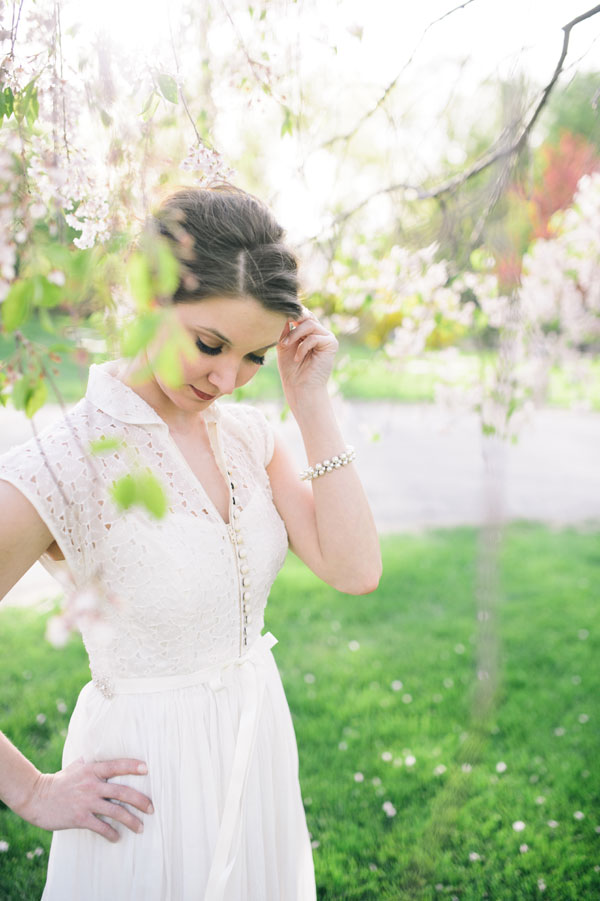 Dipping Into the Vintage Closet To Get Gorgeous Retro Inspired Modern Bridal Style   Photograph by aster & olive photography