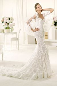 Why It Works Wednesday: Breathtaking Lace Fitted Wedding Dress In Pronovias Manuel Mota's Erika
