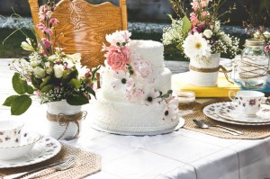 Vintage_Shabby_Chic_DIY_Wedding_Stefania_Bowler_Photography_1-h