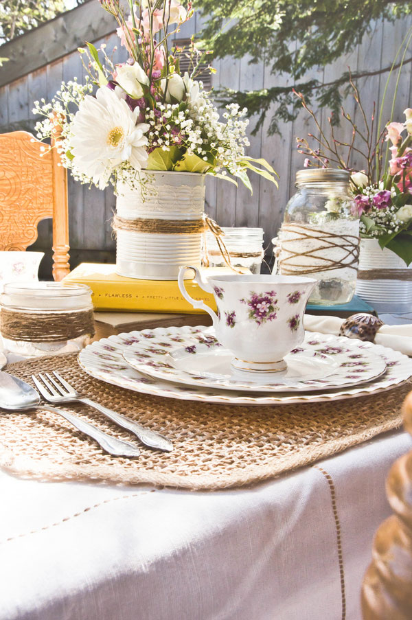 Vintage Inspired Shabby Chic Backyard Wedding | Photograph by Stefania Bowler Photography  http://www.storyboardwedding.com/vintage-shabby-chic-backyard-wedding/