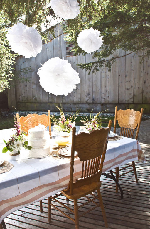 Vintage Inspired Shabby Chic Backyard Wedding | Photograph by Stefania Bowler Photography  https://www.storyboardwedding.com/vintage-shabby-chic-backyard-wedding/