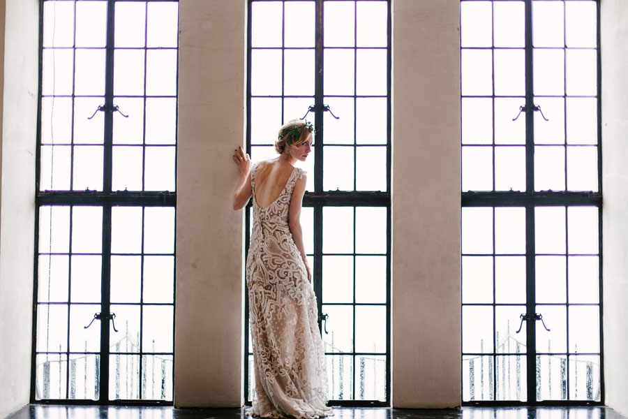 Stunning Chicago Art Deco Inspired Wedding Along The Shores Of Lake Michigan | Photograph by Spark + Tumble Photography