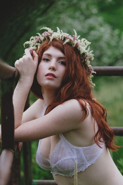 Outdoor_Ethereal_Bohemian_Flower_Bed_Boudoir_F_Stop_Poetry_29-v