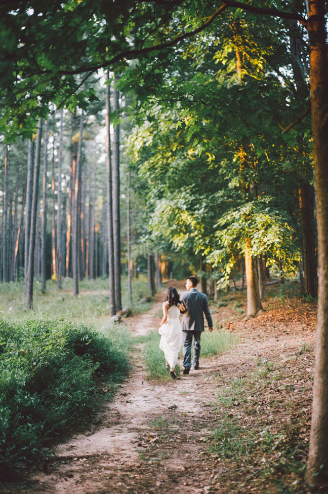 Wanderlust Hippie Chic Boho Engagement Session | Photograph by Kendra Elise Photography  https://www.storyboardwedding.com/wanderlust-hippie-chic-boho-engagement-session/