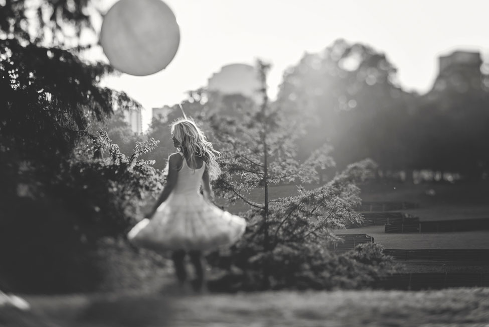 Dreamy Atlanta Engagement Session From Giant Balloons To Air Stream Trailer Food Trucks | Photograph by Hello Miss Lovely  https://storyboardwedding.com/atlanta-engagement-session-giant-balloons-air-stream-trailer-food-trucks/