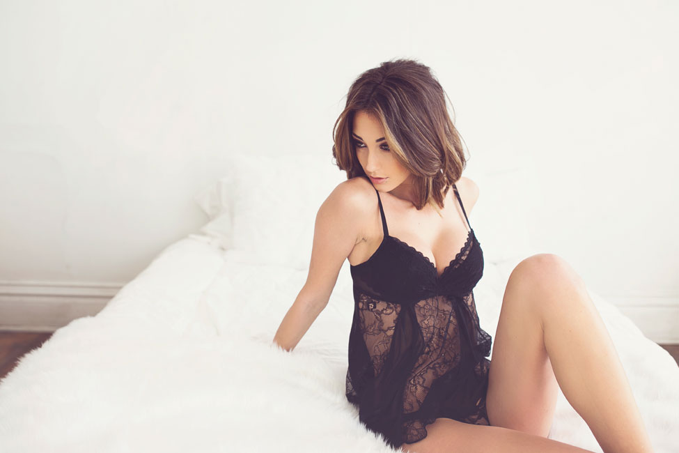 Sensual Classic Boudoir With A Natural Beauty In Downtown Albuquerque | Photograph by  Liz Anne Photography   http://storyboardwedding.com/classic-boudoir-downtown-albuquerque/