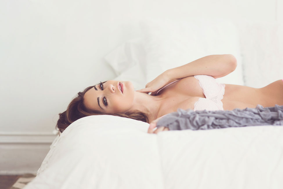Sensual Classic Boudoir With A Natural Beauty In Downtown Albuquerque | Photograph by  Liz Anne Photography   https://storyboardwedding.com/classic-boudoir-downtown-albuquerque/