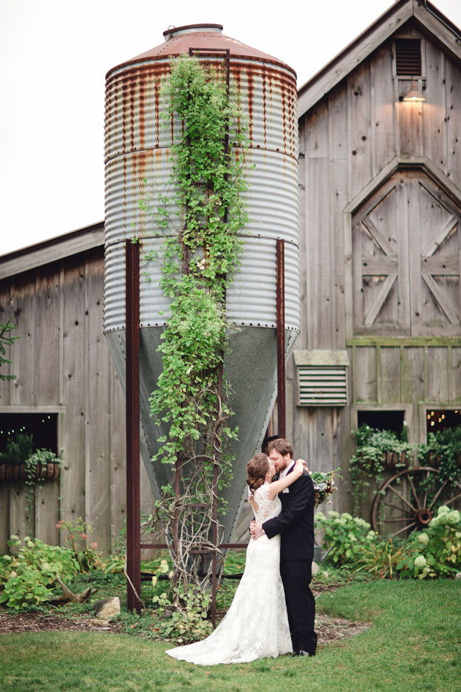 Swoony Snow Moon Ranch Wedding Along Lake Michigan In Rich Earthy Tones | Photograph by Dan & Melissa Photography  http://storyboardwedding.com/snow-moon-ranch-wedding-lake-michigan-rich-earthy-tones/
