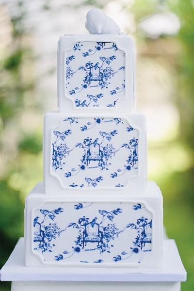 Blue Toile Wedding Cake via Magnolia Rouge Carmen & Ingo Photography