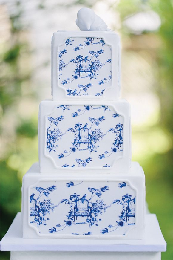 Blue Toile Wedding Cake via Magnolia Rouge Carmen & Ingo Photography