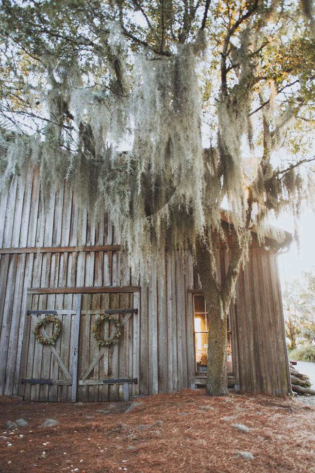 Rustic Bohemian Summer Charleston South Carolina Wedding At Boone Hall Plantation | Photograph by Priscilla Thomas Photography  https://storyboardwedding.com/rustic-bohemian-summer-charleston-south-carolina-wedding-at-boone-hall-plantation/