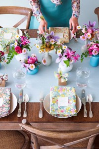 Why It Works Wednesday: Strong Wood Tables & Their Energizing Tablescape Counterparts