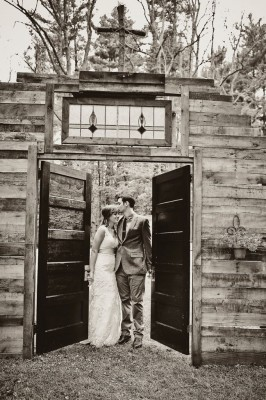 Country_Music_Singer_Emily_Hearn_Rustic_Country_Wedding_Stansberry_Photography_12-v