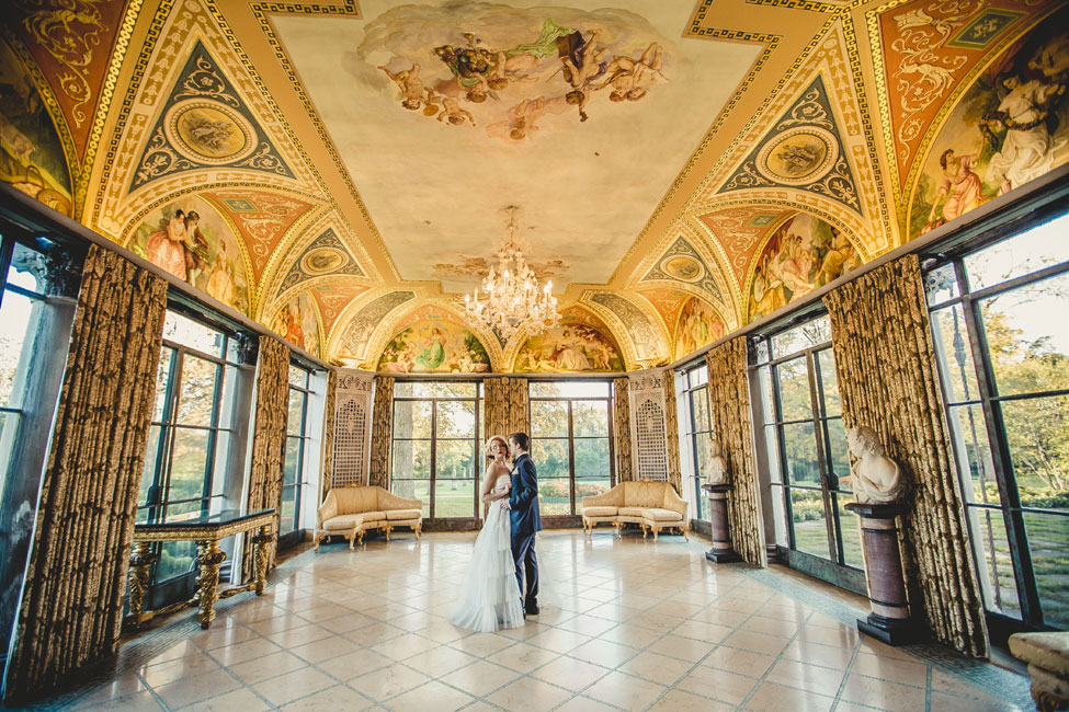 Chicago Loyola University Cuneo Mansion Echoes The Beauty Of A Roaring 20s Wedding | Photograph by Ingrid Bonne Photography  http://storyboardwedding.com/chicago-loyola-university-cuneo-mansion-roaring-20s-wedding/