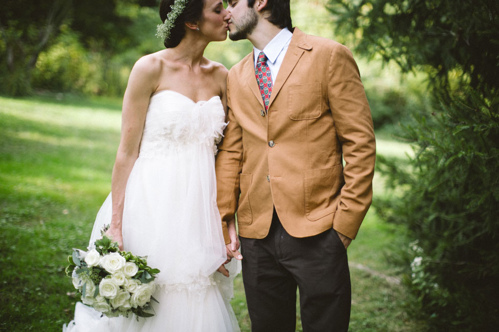 Intimate Wedding At The Sage Farmhouse With Free Spirit Sensibilities   Photograph by Peach Plum Pear Photo  https://storyboardwedding.com/intimate-wedding-sage-farmhouse-free-spirit-sensibilities/