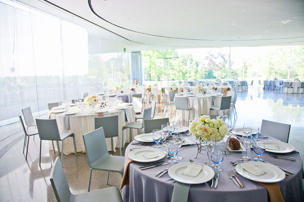 Contemporary Wedding At The Toledo Museum of Art Glass Pavilion | Photograph by Kristen Nicole Photography  http://storyboardwedding.com/contemporary-wedding-toledo-museum-art-glass-pavilion/