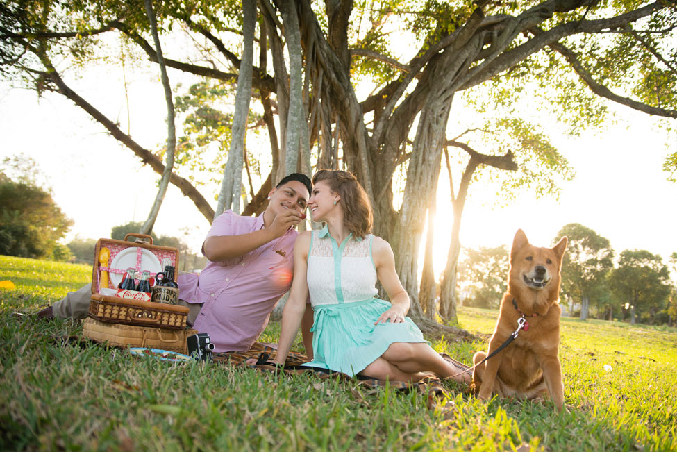 Super Cute 1950s Retro Engagement Session From Milk Shakes To Picnics | Photograph by Minerva Photography  https://storyboardwedding.com/1950s-retro-engagement-session/