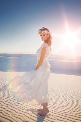Boho Chic Desert Bride In New Mexico's White Sands National Monument | Photograph by Tony Gambino Photography  http://storyboardwedding.com/boho-chic-desert-bride-new-mexico-white-sands-national-monument/
