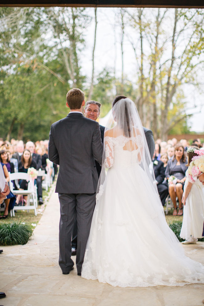 Traditional Texas Wedding On The Grounds Of Pecan Springs | Photograph by Rachel Whyte Photography  http://storyboardwedding.com/traditional-texas-wedding-pecan-springs/