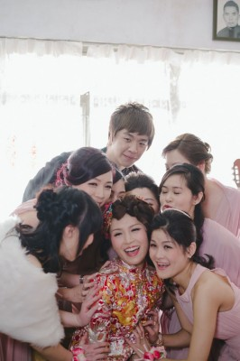 Young Love Hong Kong Wedding Featuring Mix Of Old Traditions & New Flavor   Photograph by Sophia Kwan Photography  http://storyboardwedding.com/young-love-hong-kong-wedding-old-traditions/