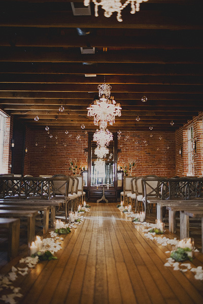 Why It Works Wednesday: The Minimalist Chic Ceremony