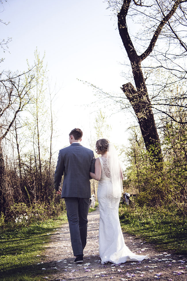 Contemporary Vintage Grove Redfield Estate Wedding In Illinois | Photograph by Korto Photography  https://storyboardwedding.com/vintage-grove-redfield-estate-wedding