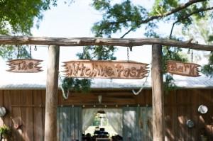 Hitching_Post_Barn_Wedding_Sarah_&_Ben_18-h
