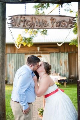Hitching_Post_Barn_Wedding_Sarah_&_Ben_49-v