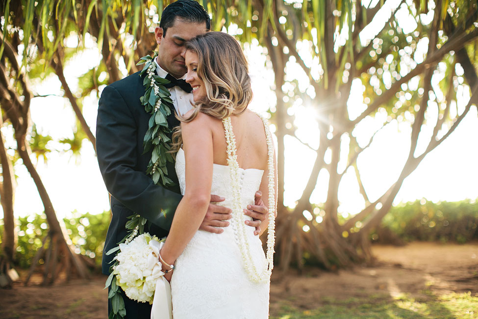Gorgeously Glam Lanikuhonua Hawaii Wedding In Turquoise & Butter Yellow | Photograph by What a Day! Photography  http://storyboardwedding.com/glam-lanikuhonua-hawaii-wedding/