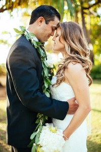 Gorgeously Glam Lanikuhonua Hawaii Wedding In Turquoise & Butter Y...