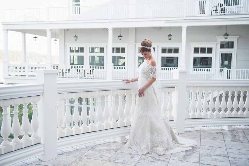Southern Sophistication & Plantation Details Make Up This Intimate Southern Wedding | Photograph by KAREN MCNEIL PHOTOGRAPHY  https://storyboardwedding.com/southern-sophistication-plantation-decor-intimate-southern-wedding/