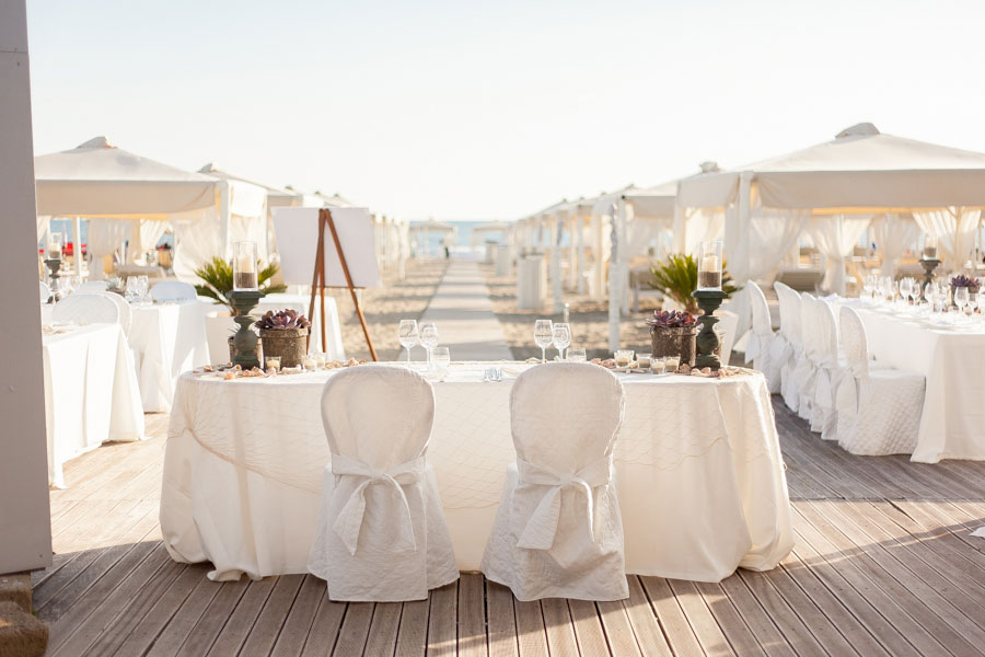 Nautical Chic Tuscany Wedding Along Versilia Coast In Neutral Sand Hues | Photograph by Facibeni Fotografia http://storyboardwedding.com/nautical-chic-tuscany-wedding-versilia-coast/